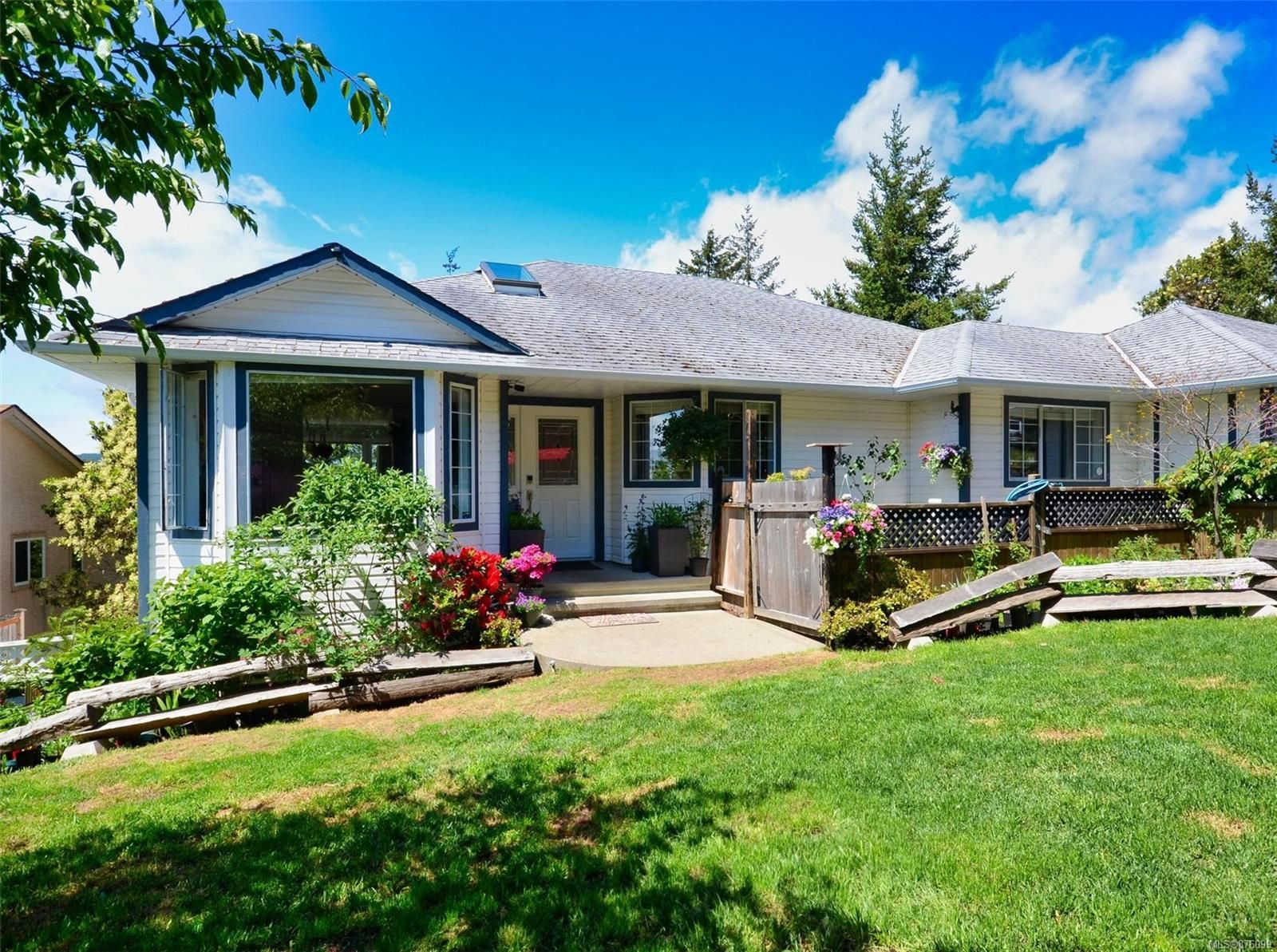 Main Photo: 3492 Sunheights Dr in : La Walfred House for sale (Langford)  : MLS®# 876099