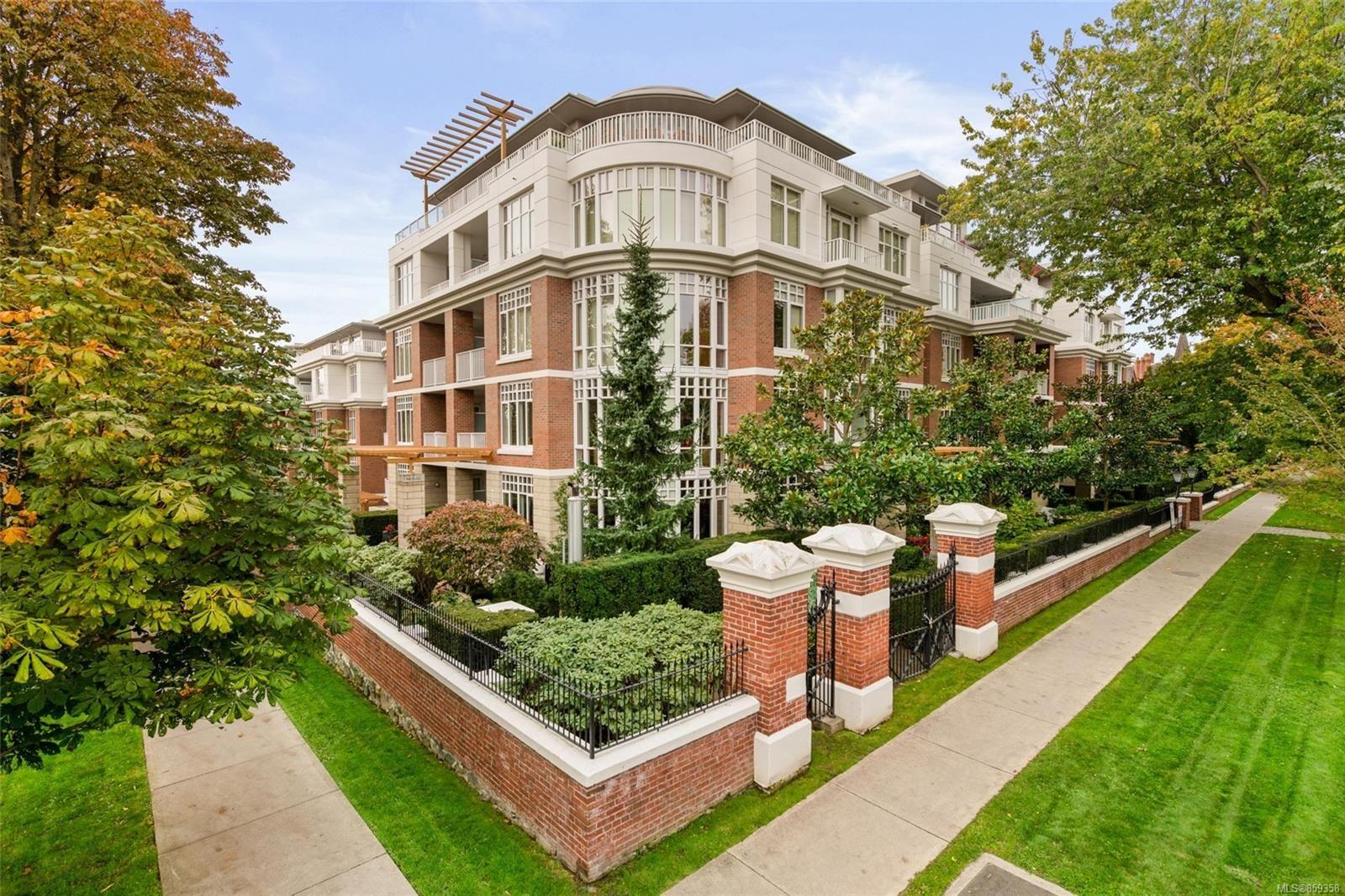 Main Photo: 112 999 Burdett Ave in : Vi Downtown Condo for sale (Victoria)  : MLS®# 859358