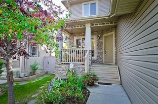 Photo 2: 70 Cresthaven Way SW in Calgary: Crestmont Detached for sale : MLS®# C4285935
