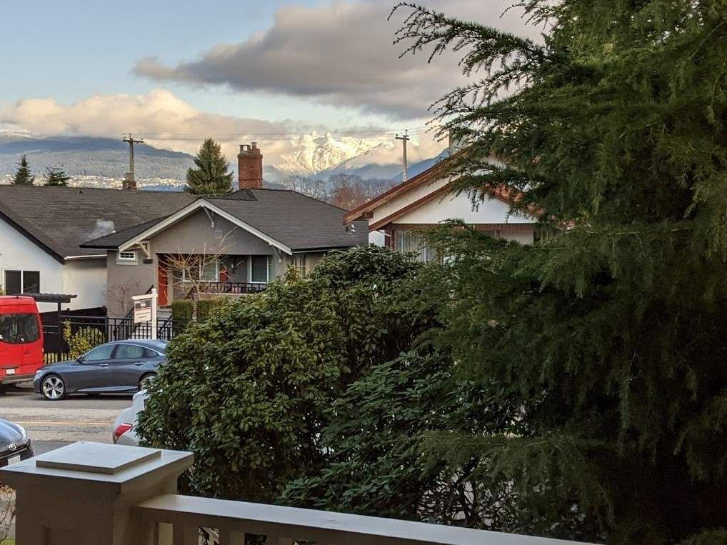 Photo 31: Photos: 2566 DUNDAS Street in Vancouver: Hastings House for sale (Vancouver East)  : MLS®# R2563281