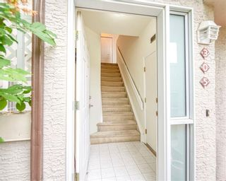 Photo 2: 305 1997 Sirocco Drive SW in Calgary: Signal Hill Row/Townhouse for sale : MLS®# C4303715