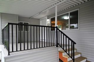 """Photo 1: 15 7790 KING GEORGE Boulevard in Surrey: East Newton Manufactured Home for sale in """"CRISPEN BAYS"""" : MLS®# R2426382"""