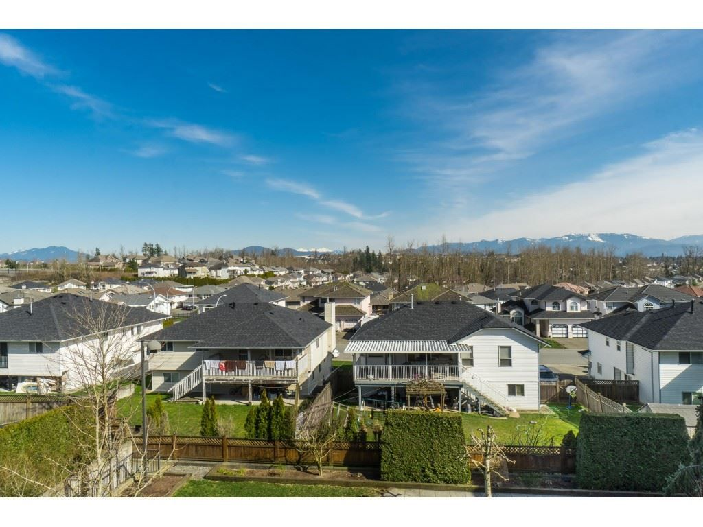 "Photo 17: Photos: 407 30525 CARDINAL Avenue in Abbotsford: Abbotsford West Condo for sale in ""Tamarind"" : MLS®# R2446195"