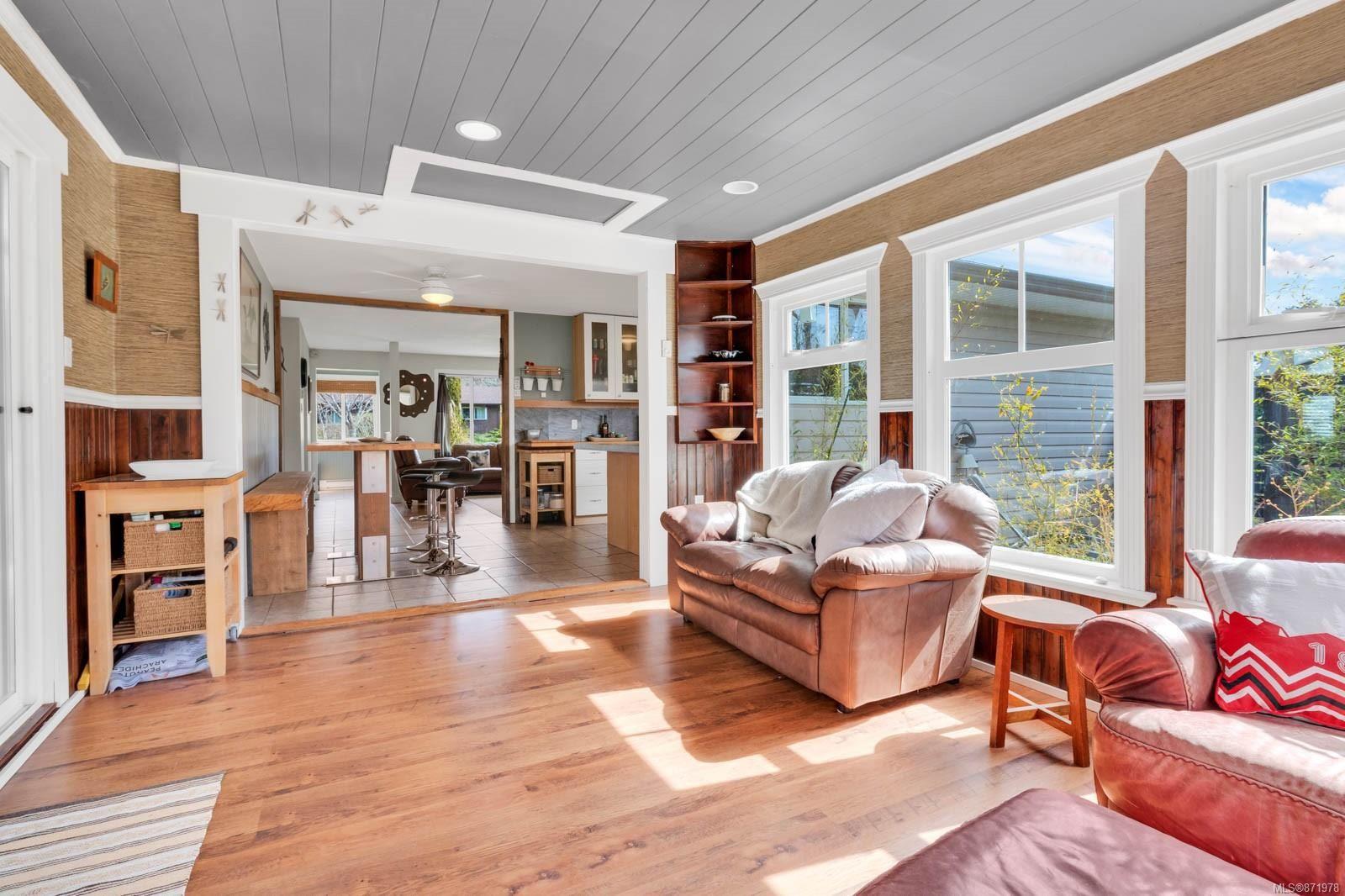 Photo 6: Photos: 1539 Chilcotin Cres in : CV Comox (Town of) House for sale (Comox Valley)  : MLS®# 871978
