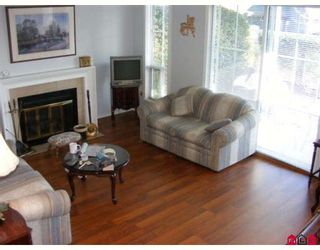 "Photo 2: 15 6140 192ND Street in Surrey: Cloverdale BC Townhouse for sale in ""THE ESTATES"" (Cloverdale)  : MLS®# F2800108"