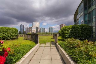 """Photo 15: 2308 6088 WILLINGDON Avenue in Burnaby: Metrotown Condo for sale in """"THE CRYSTAL"""" (Burnaby South)  : MLS®# R2176429"""