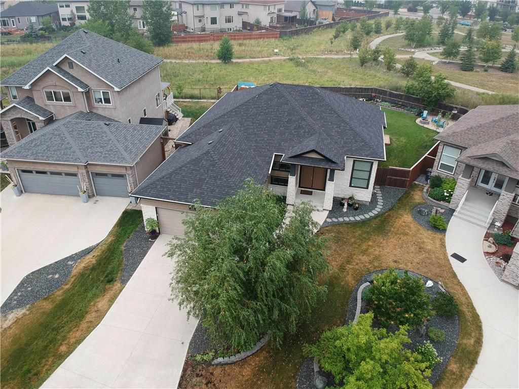 Main Photo: 11 Autumnview Drive in Winnipeg: South Pointe Residential for sale (1R)  : MLS®# 202118163
