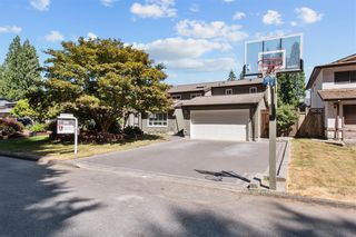 Photo 2: 3550 HICKORY Street in Port Coquitlam: Lincoln Park PQ House for sale : MLS®# R2606467