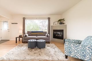 Photo 4: 143 Capri Avenue NW in Calgary: Charleswood Detached for sale : MLS®# A1114057