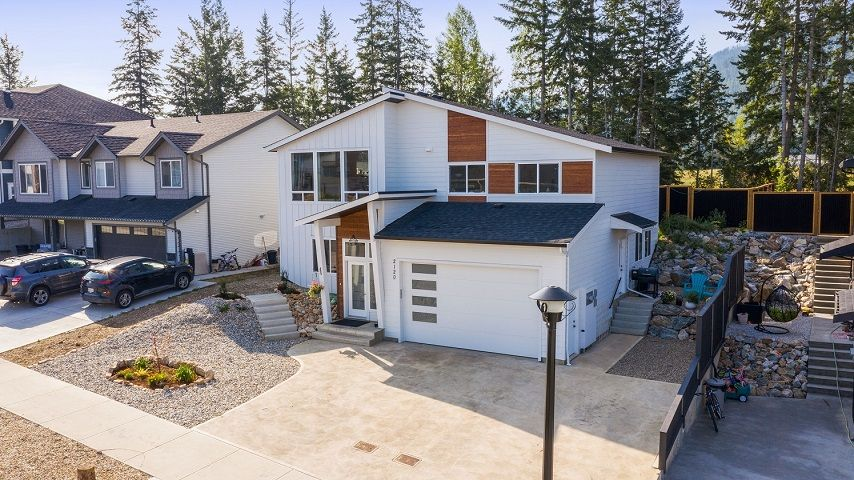 Main Photo: 2120 Southeast 15 Avenue in Salmon Arm: HILLCREST HEIGHTS House for sale (SE Salmon Arm)  : MLS®# 10238991