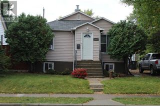 Photo 1: 612 9 Avenue S in Lethbridge: House for sale : MLS®# A1145075