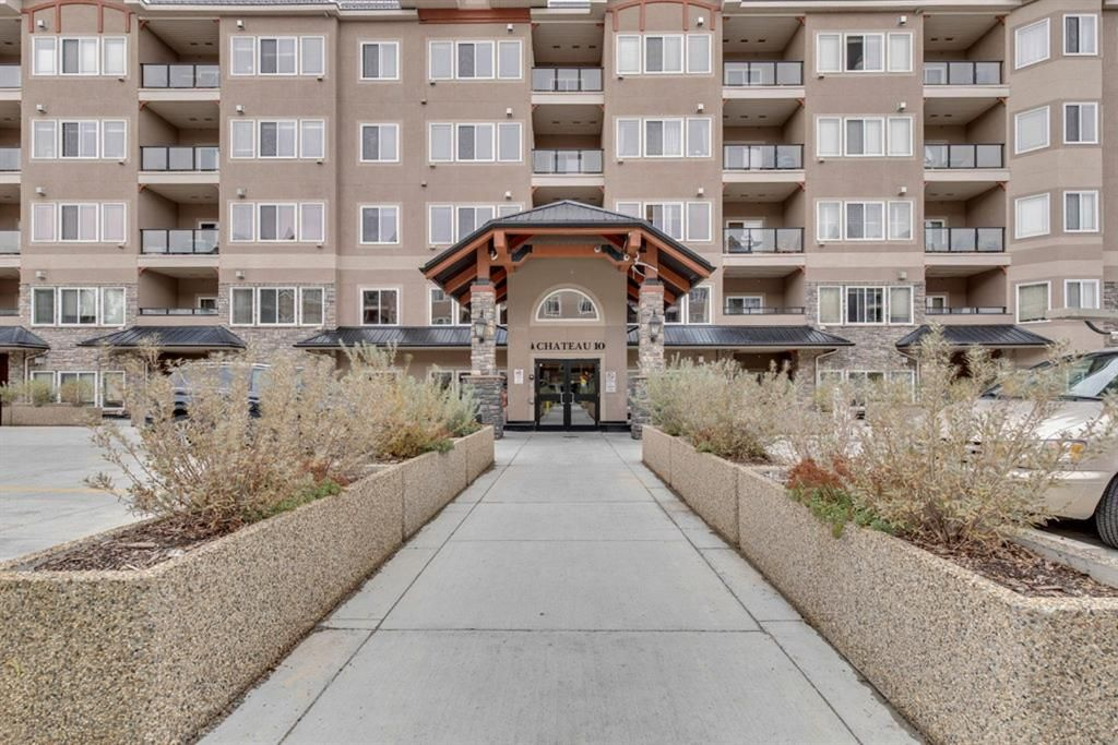 Main Photo: 228 10 Discovery Ridge Close SW in Calgary: Discovery Ridge Apartment for sale : MLS®# A1140043