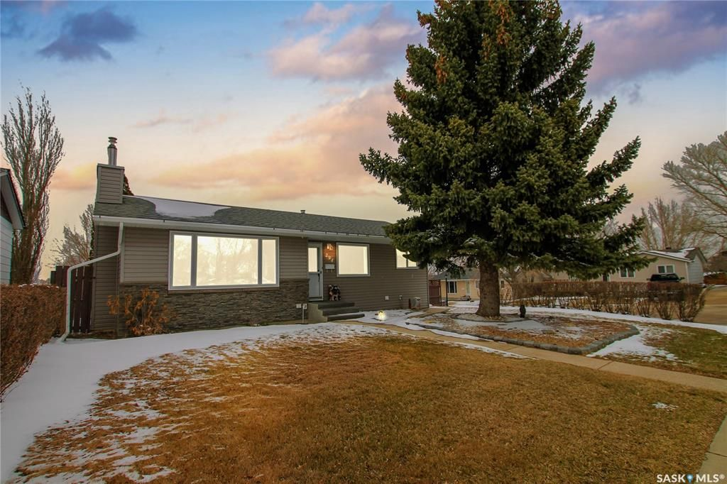 Main Photo: 294 Burke Crescent in Swift Current: South West SC Residential for sale : MLS®# SK849988