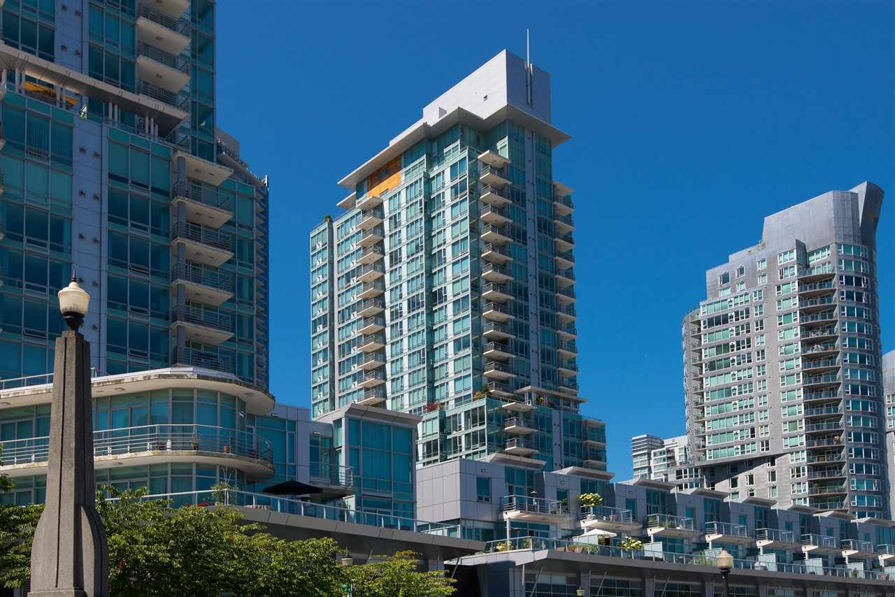 """Main Photo: 2005 590 NICOLA Street in Vancouver: Coal Harbour Condo for sale in """"The Cascina - Waterfront Place"""" (Vancouver West)  : MLS®# R2556360"""