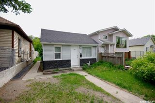 Photo 2: 220 L Avenue North in Saskatoon: Westmount Residential for sale : MLS®# SK857057