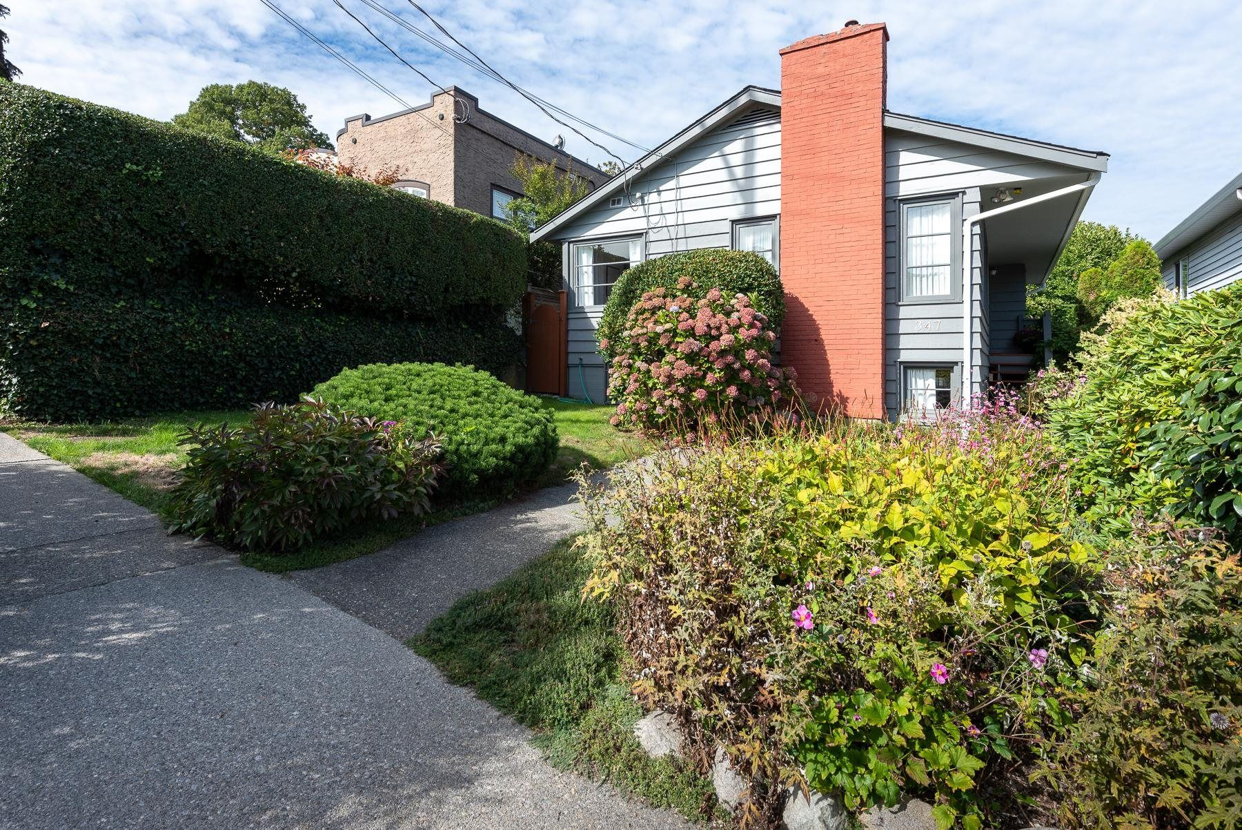 Main Photo: 347 CUMBERLAND Street in New Westminster: Sapperton House for sale : MLS®# R2621862