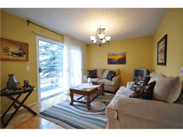 Photo 5: Photos: 27 5810 PATINA Drive SW in CALGARY: Prominence_Patterson Townhouse for sale (Calgary)  : MLS®# C3597559