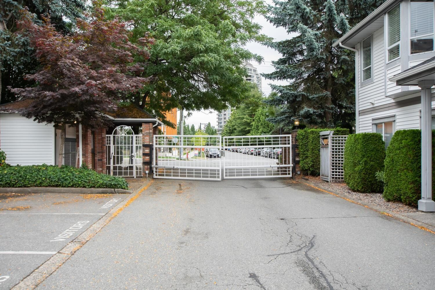"""Main Photo: 107 13895 102 Avenue in Surrey: Whalley Townhouse for sale in """"WHYDHAM ESTATES"""" (North Surrey)  : MLS®# R2610519"""