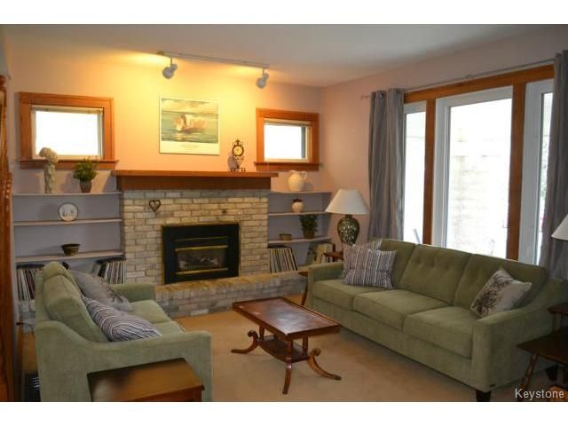 Photo 2: Photos: 260 Montrose Street in WINNIPEG: River Heights / Tuxedo / Linden Woods Residential for sale (South Winnipeg)  : MLS®# 1426549