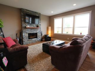 Photo 7: 2572 Kendal Ave in CUMBERLAND: CV Cumberland House for sale (Comox Valley)  : MLS®# 725453
