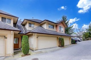 """Photo 3: 33 20350 68 Avenue in Langley: Willoughby Heights Townhouse for sale in """"Sunridge"""" : MLS®# R2560077"""