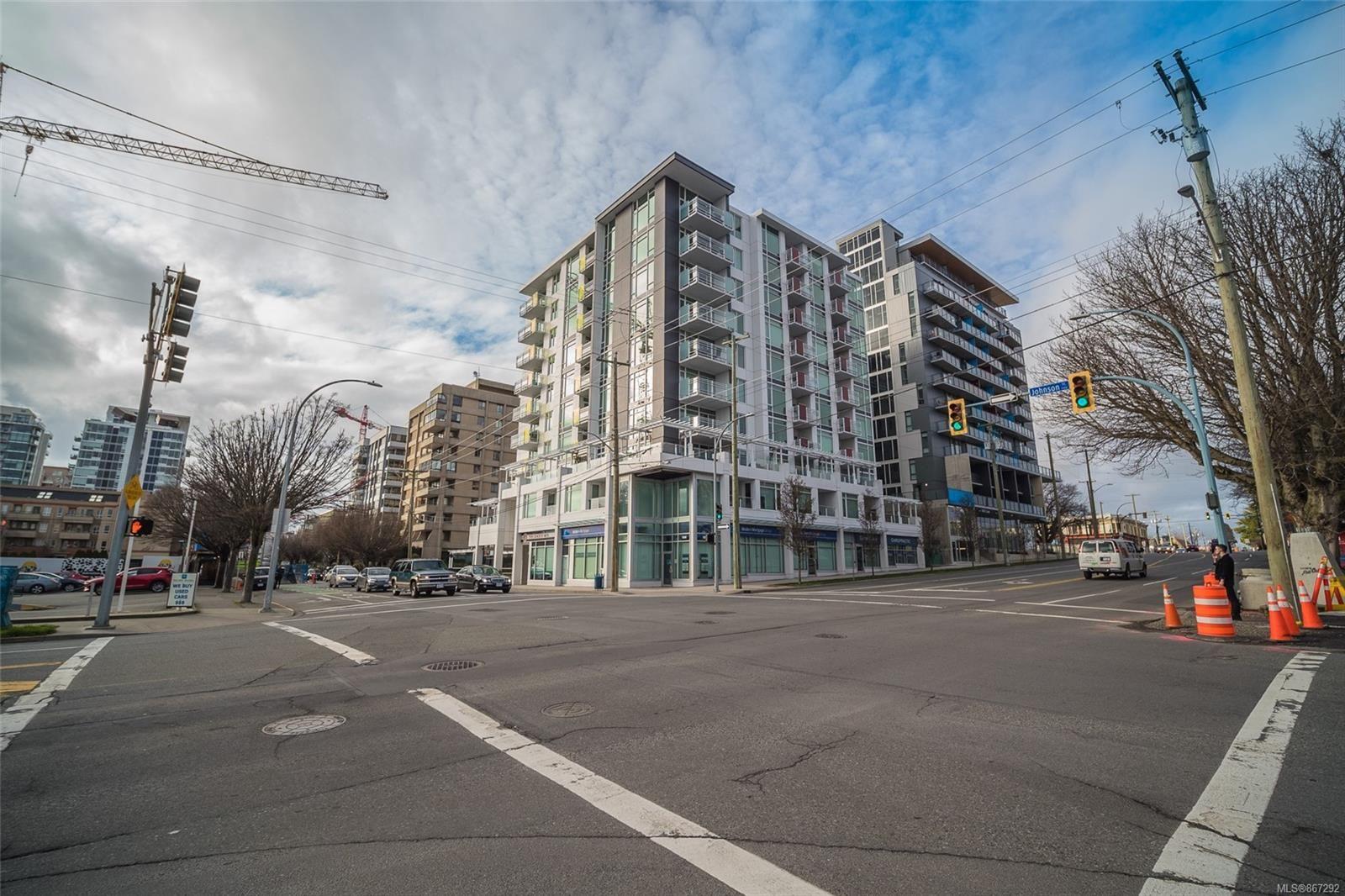 Main Photo: 407 1090 Johnson St in Victoria: Vi Downtown Condo for sale : MLS®# 867292