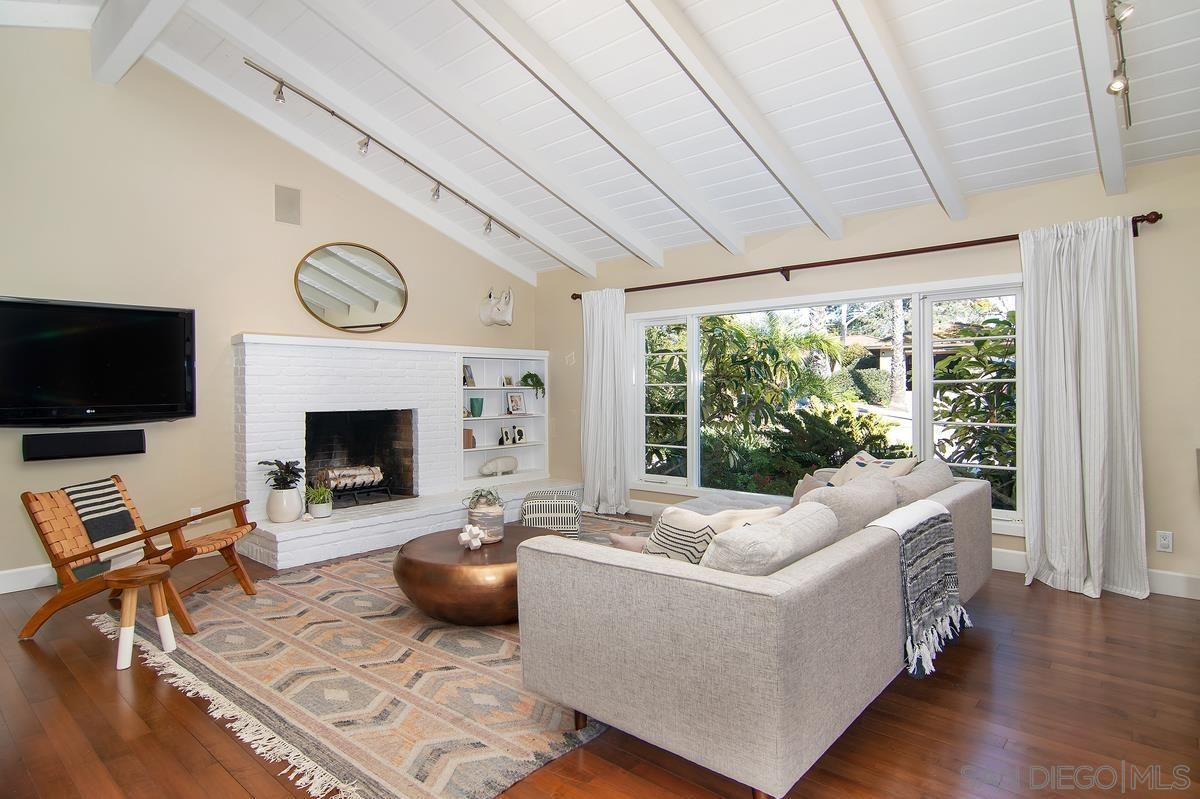 Main Photo: POINT LOMA House for sale : 3 bedrooms : 858 Moana Dr in San Diego