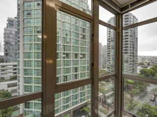 "Photo 2: 1004 819 HAMILTON Street in Vancouver: Downtown VW Condo for sale in ""819 HAMILTON"" (Vancouver West)  : MLS®# R2105392"