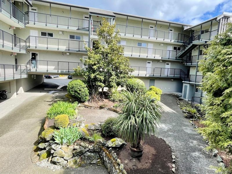 FEATURED LISTING: 115 - 991 Cloverdale Ave