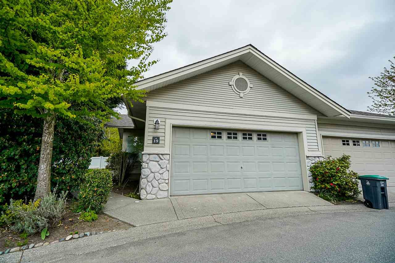 """Main Photo: 19 16888 80 Avenue in Surrey: Fleetwood Tynehead Townhouse for sale in """"Stonecroft"""" : MLS®# R2568397"""