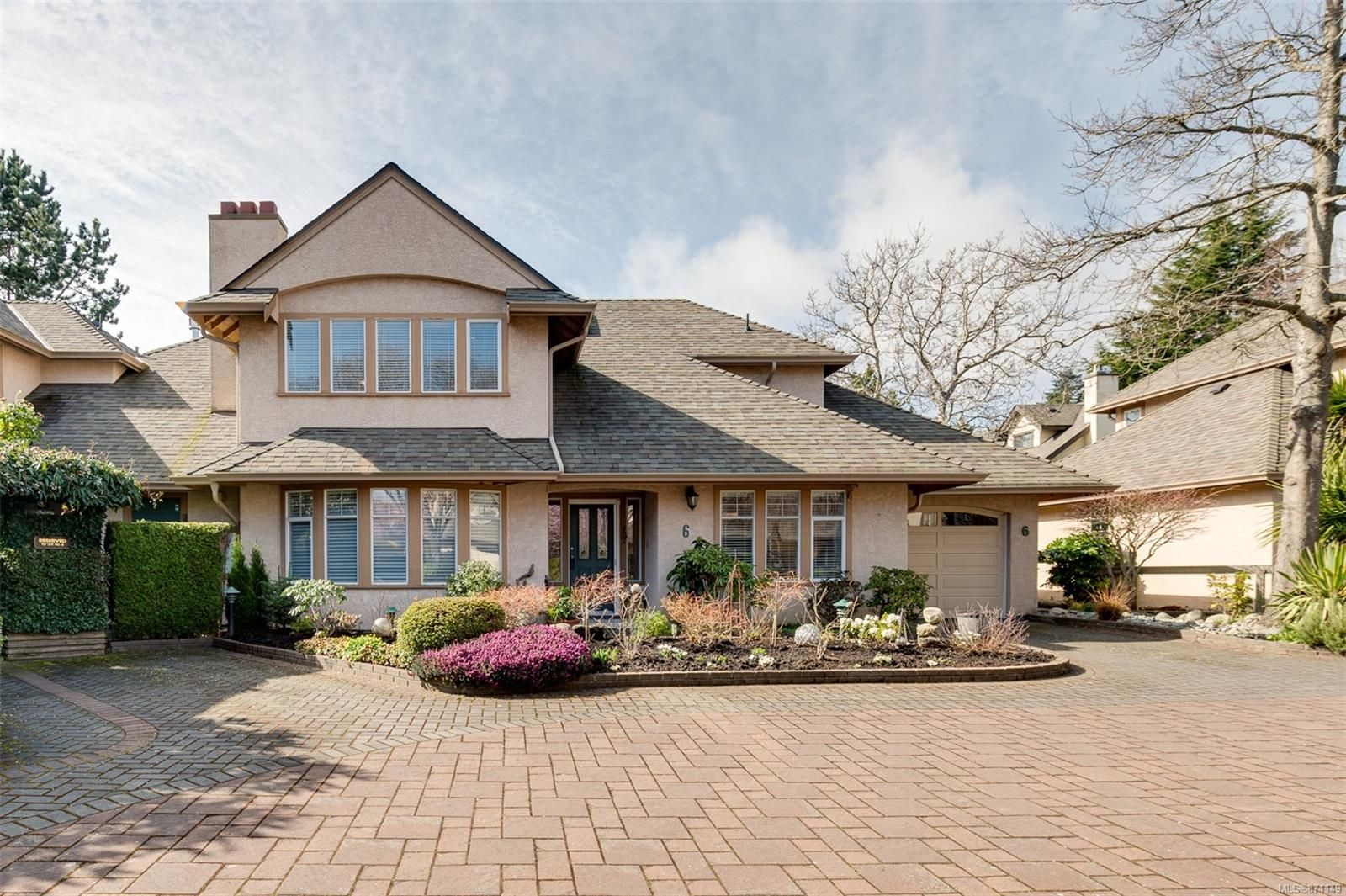 Main Photo: 6 2585 Sinclair Rd in : SE Cadboro Bay Row/Townhouse for sale (Saanich East)  : MLS®# 871149
