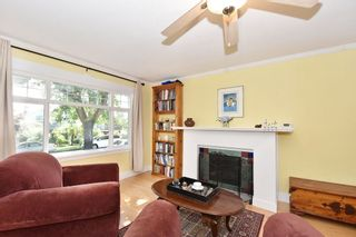 """Photo 2: 6363 WINDSOR Street in Vancouver: Fraser VE House for sale in """"FRASER"""" (Vancouver East)  : MLS®# R2183497"""