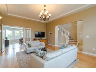 """Photo 4: 19040 60 Avenue in Surrey: Cloverdale BC House for sale in """"Cloverdale"""" (Cloverdale)  : MLS®# R2455554"""