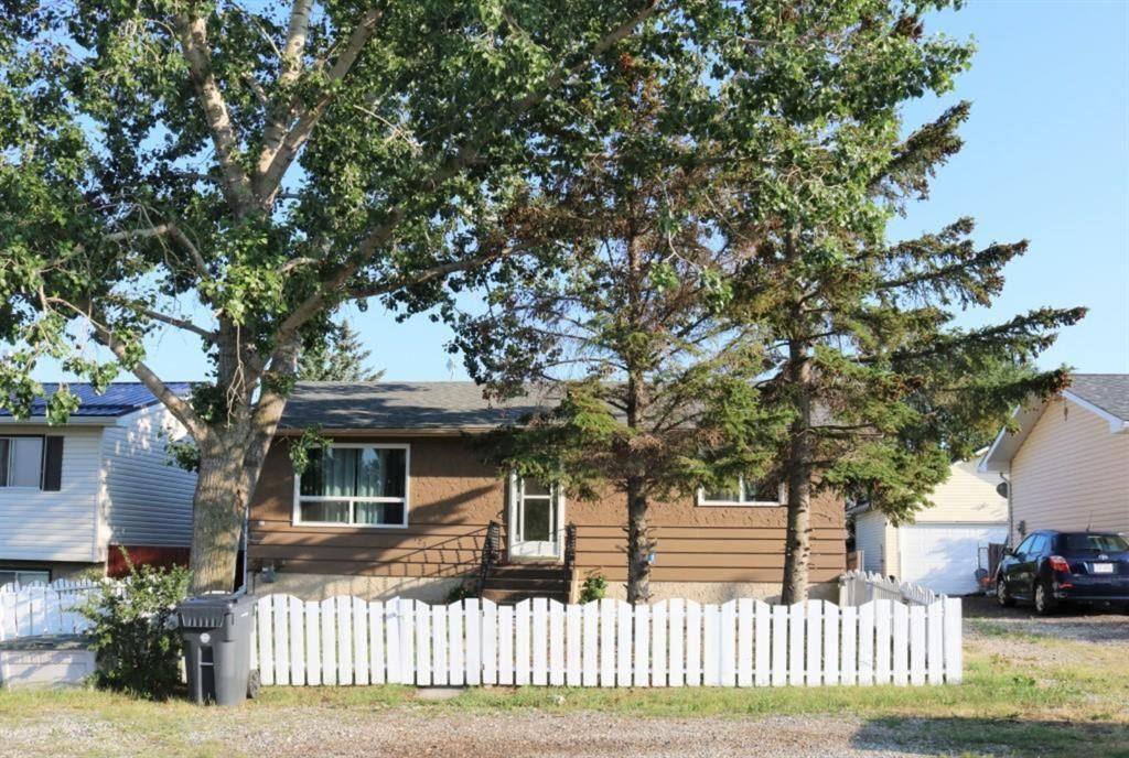 Main Photo: 123 Niblock Street: Cayley Detached for sale : MLS®# A1127734