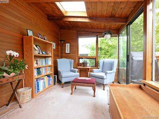 Photo 14: 2084 Neil St in VICTORIA: OB Henderson House for sale (Oak Bay)  : MLS®# 793053
