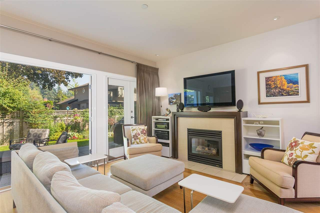"""Main Photo: 15 3750 EDGEMONT Boulevard in North Vancouver: Edgemont Townhouse for sale in """"The Manor At Edgemont"""" : MLS®# R2514295"""