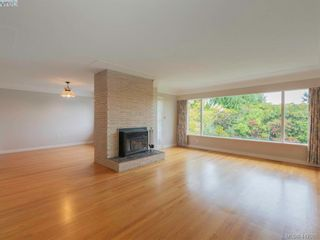Photo 2: 3985 Hollydene Pl in VICTORIA: SE Arbutus House for sale (Saanich East)  : MLS®# 827429
