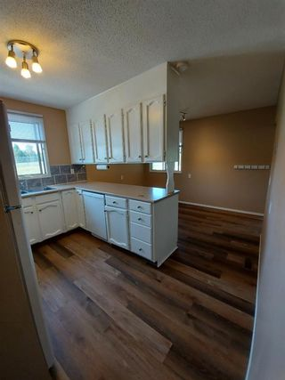 Photo 9: 2 Edgedale Court NW in Calgary: Edgemont Semi Detached for sale : MLS®# A1129985