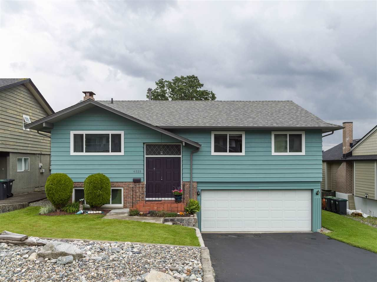 Main Photo: 4229 GLENHAVEN Crescent in North Vancouver: Dollarton House for sale : MLS®# R2465673