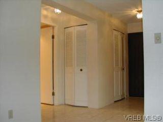 Photo 6: 301 2930 cook St in VICTORIA: Vi Mayfair Condo for sale (Victoria)  : MLS®# 490921