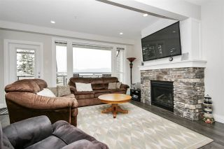 """Photo 4: 48 6026 LINDEMAN Street in Chilliwack: Promontory Townhouse for sale in """"Hillcrest Lane"""" (Sardis)  : MLS®# R2504692"""