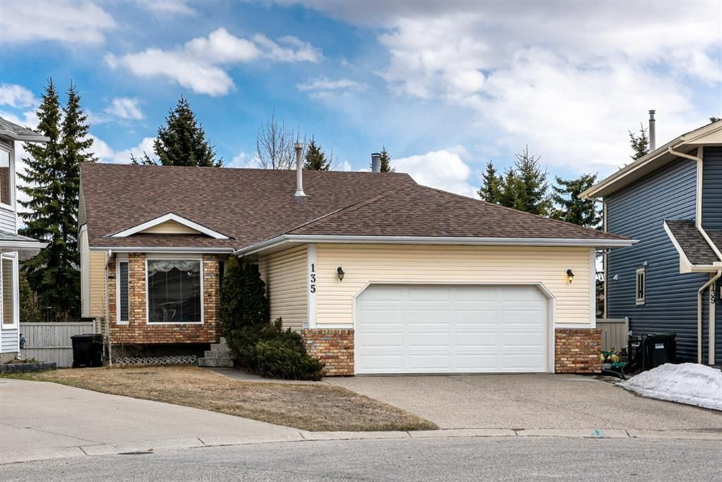 Main Photo: 135 Scurfield Place NW in Calgary: Scenic Acres Detached for sale : MLS®# A1128233