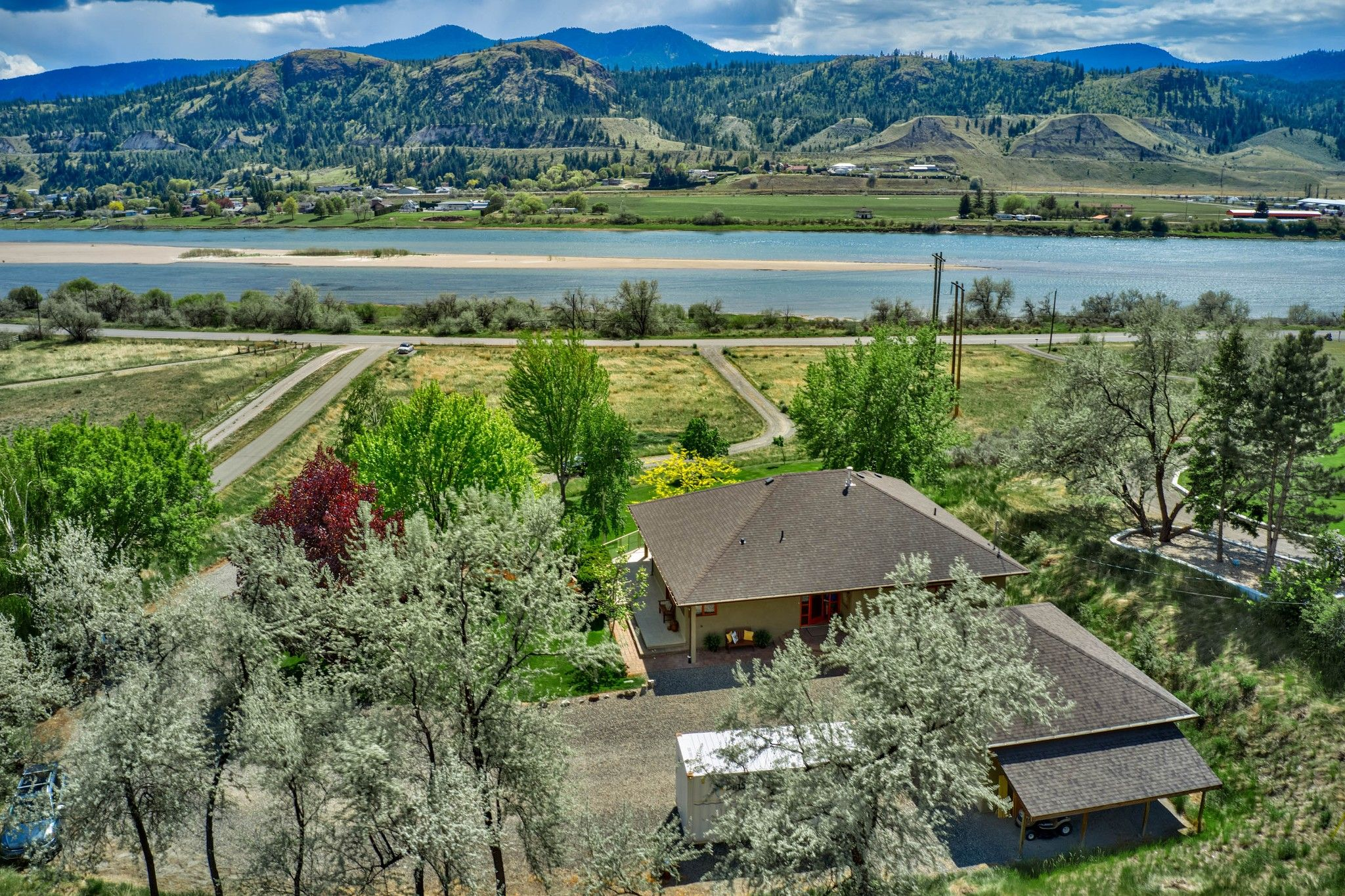 Photo 1: Photos: 3299 E Shuswap Road in Kamloops: South Thompson Valley House for sale : MLS®# 162162