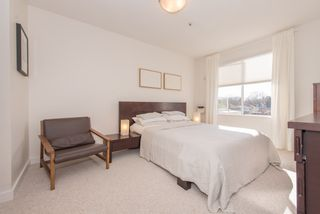 """Photo 7: 402 2288 W 12TH Avenue in Vancouver: Kitsilano Condo for sale in """"CONNAUGHT POINT"""" (Vancouver West)  : MLS®# R2051681"""