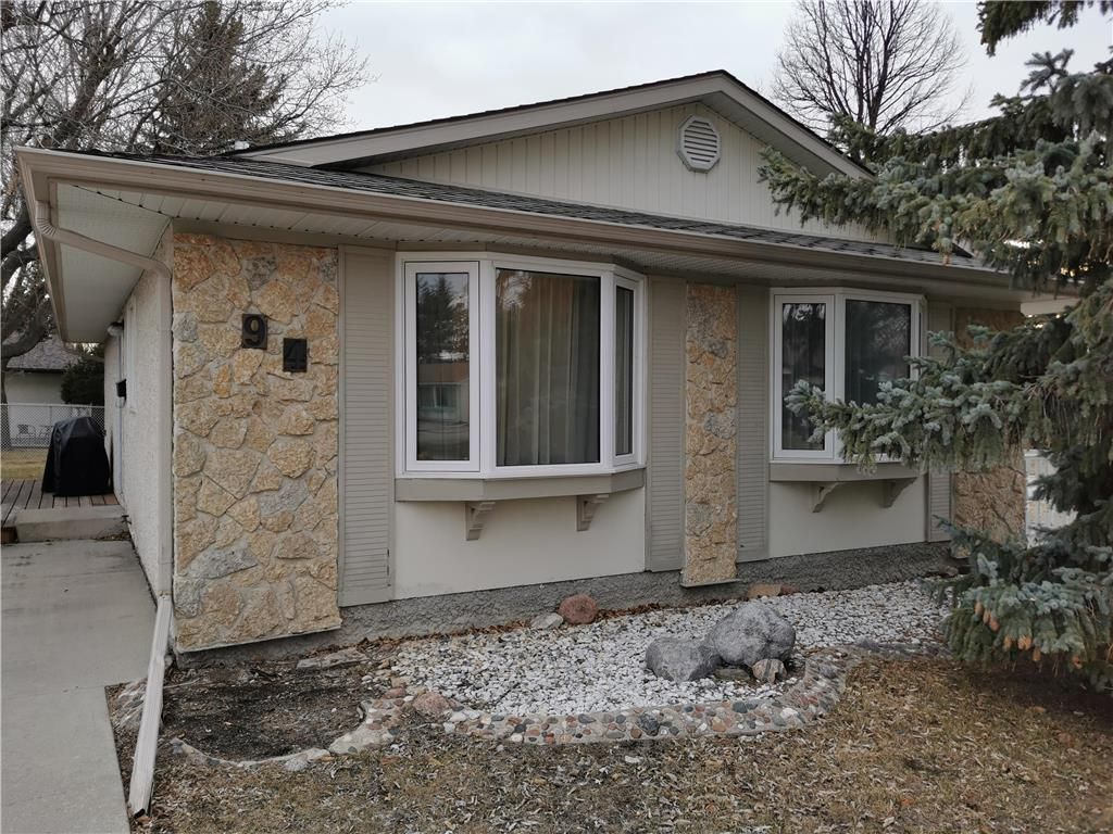 Main Photo: 94 Morningmead Walk in Winnipeg: North Kildonan Residential for sale (3G)  : MLS®# 202108515
