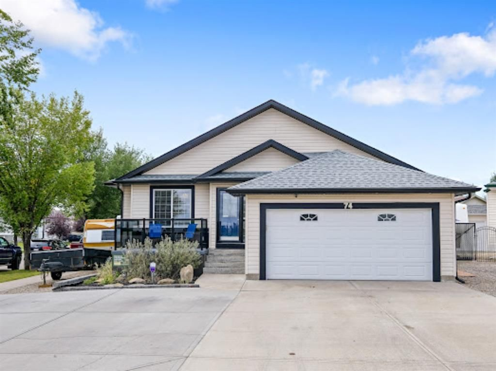 Main Photo: 74 Lakeview Bay: Chestermere Detached for sale : MLS®# A1144089