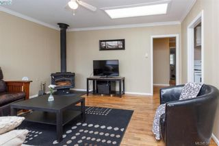 Photo 3: 631 Hoffman Ave in VICTORIA: La Mill Hill House for sale (Langford)  : MLS®# 766785