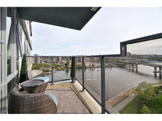"""Photo 1: 1603 8 SMITHE Mews in Vancouver: False Creek Condo for sale in """"Flagship"""" (Vancouver West)  : MLS®# V1064248"""