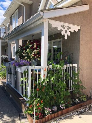 Photo 2: #9  210 Centre St.  NW: Sundre Row/Townhouse for sale : MLS®# C4291789