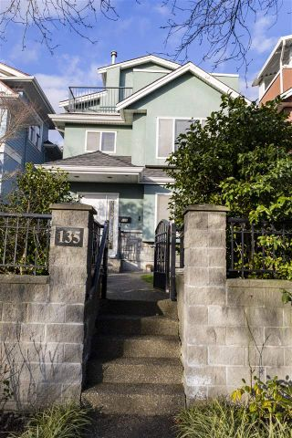 Photo 1: 135 E 62ND Avenue in Vancouver: South Vancouver House for sale (Vancouver East)  : MLS®# R2531289